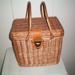 Other - Vtg Large Woven Wicker Bamboo Picnic Basket w/Lid